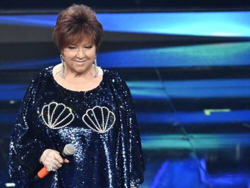 """Sanremo 2021. Orietta Berti incanta l'Ariston.I fan: """" E' una regina""""."""