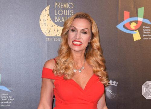 """Annalisa Minetti torna a 'vedere': """"Il mio buio sta per finire grazie alla tecnologia"""""""