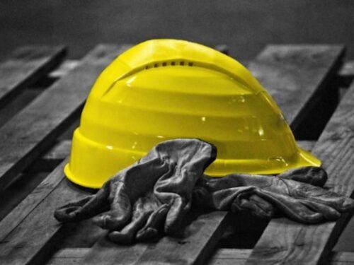 Parma, operaio muore schiacciato da un contenitore di mangime: ancora una tragedia sul lavoro