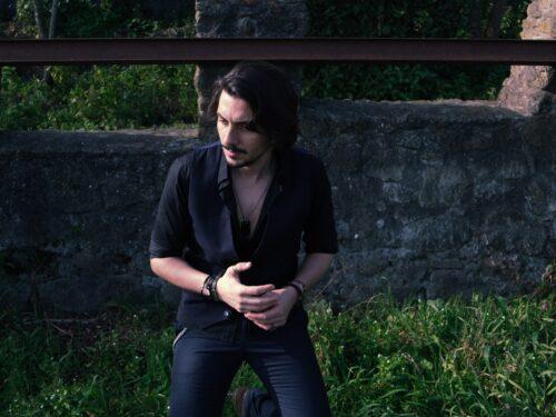 """In uscita """" Golden hour """", il primo EP del cantautore Degà"""