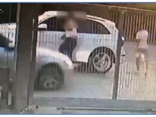 Palagonia, tenta di travolgere con l'auto il cognato e lui lo accoltella: due persone in manette
