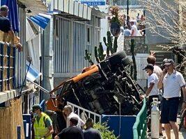 Minibus precipita a Capri: morto l'autista, due feriti gravi tra i 19 passeggeri