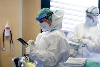 Ragusa, va in ospedale per un'ernia, ma le perforano l'intestino: muore 65enne