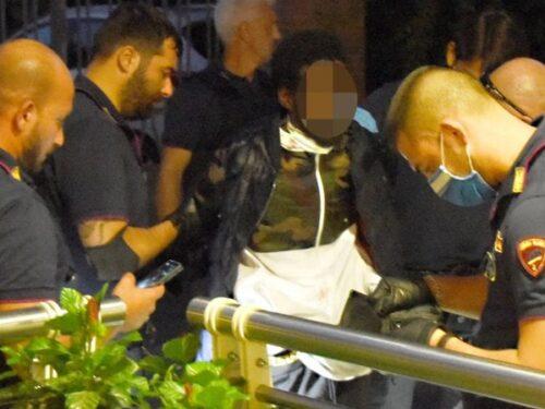 Accoltella passanti a Rimini, l'uomo già segnalato dalla Croce rossa ma allarme sottovalutato