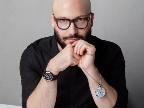 E' tempo di presentare la nuova collezione di Andrea Ubbiali: lo stylist, lo stilista e il make-up artist di tantissimi volti noti, la cui fama è sempre più internazionale